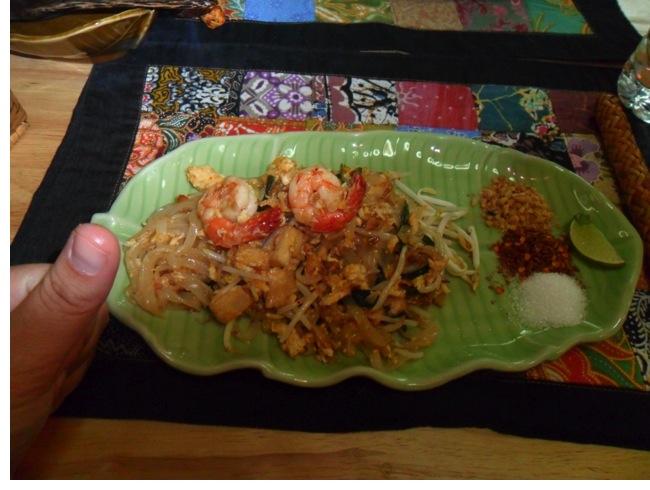 Pad Thai Sai Kai (Fried noodles Thai style)
